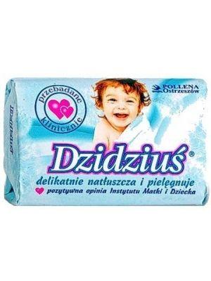 Mydło przeznaczone do codziennej pielęgnacji delikatnej i wrażliwej skóry niemowląt i dzieci. Dzięki zawartości olejku migdałowego chroni skórę przed wysuszeniem, pozostawia ją delikatnie natłuszczoną, nawilżoną i aksamitną w dotyku.