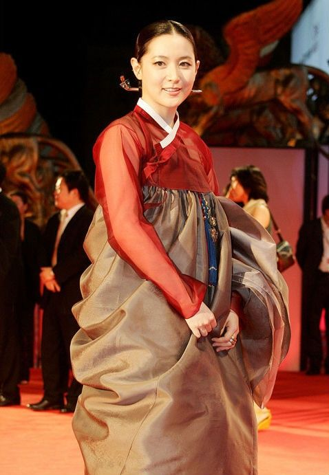 The well known actress Lee Young Ae in hanbok