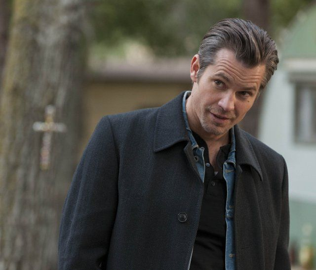 Justified (TV Series 2010–2015) photos, including production stills, premiere photos and other event photos, publicity photos, behind-the-scenes, and more.