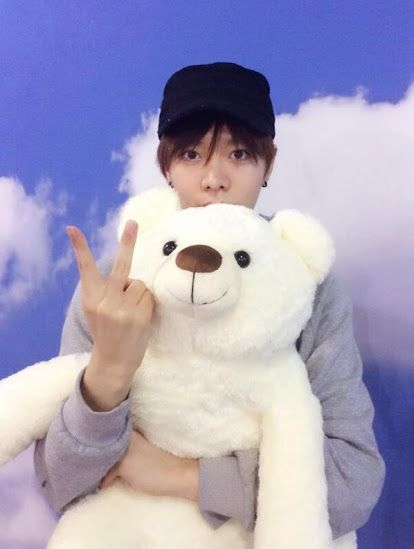 LEE TAEYONG! I love all these pics of Taeyong and his stuffed bear!