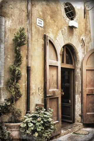 Cortona, Arezzo, Tuscany | More here: http://mylusciouslife.com/beautiful-houses-and-gardens/