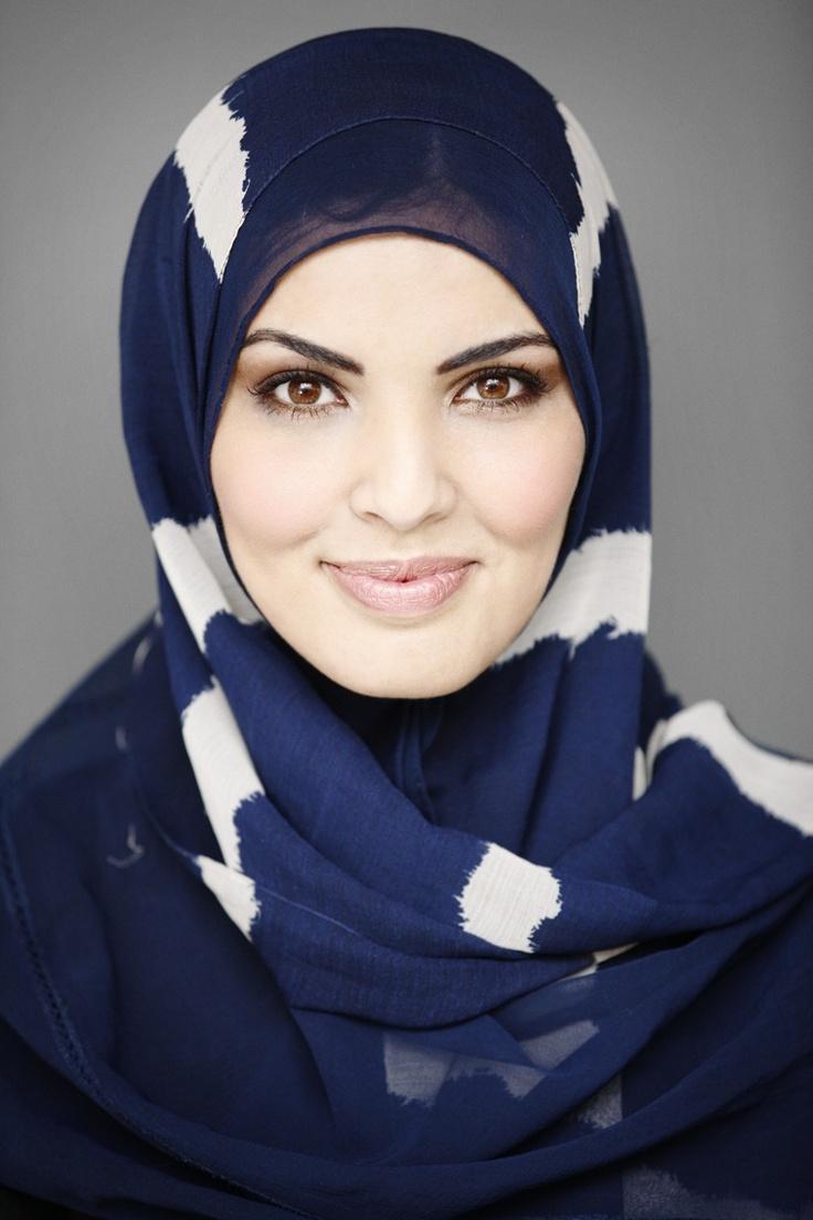 """""""De laatste keer droeg ik deze op een boot. De kleur van mijn hoofddoek pas ik dus ook aan de omgeving aan.""""  #hoofddoek #hijab  http://www.hoofdboek.com/"""