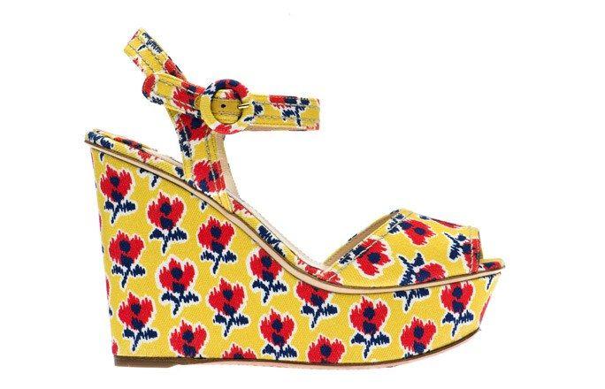 Cuñas amarillas con plataforma de Prada