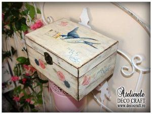 Caseta cu randunica, realizata la Atelierul Deco Craft - Shabby Chic si Tehnica servetelului #shabby_chic #ateliere_creatie #servetele_randunica #tehnica_servetelului #servetele_decoupage