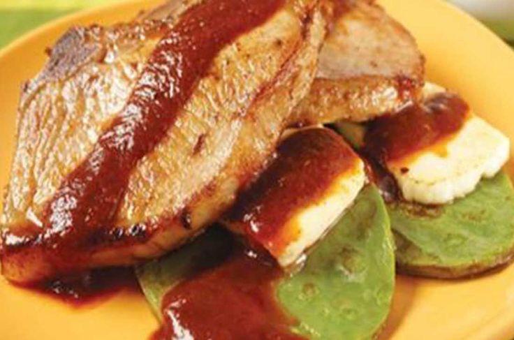 Relacionadas Tostadas de pata de res Manchamanteles con pollo Tortitas de carne de res en salsa verde Aros de cebolla rellenos de pollo y queso Tinga de carne de res tradicional Pechugas de pollo rellenas de salami