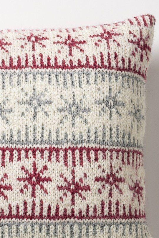 christmas nordic cushions to make for next year or a scandi chic home Jacquardstickad kudde i Novita Joki | Novita knits