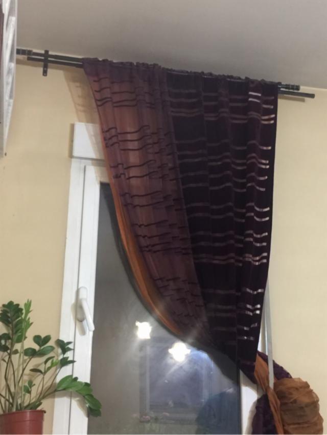 20€ MADRID Barra dobles con cortinas moradas y visillo naranja