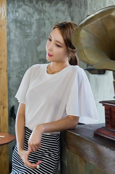 trumpet sleeve blouse from Kakuu Basic. Saved to Kakuu Basic Blouses & Shirts. Shop more products from Kakuu Basic on Wanelo.