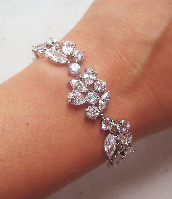 Zirkonia Braut Armband perfekt für Ihre Hochzeit. Ich habe wunderschöne Cubic Zirconias genommen und erstellt eine schöne Armband. Das Armband