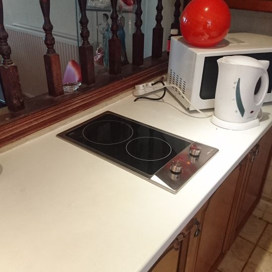 We just installed a Baumatic PVC2SS ceramic electric domino hob for a customer in Leeds, LS25. Many thanks to Mrs Brocklesby for your business and letting us take the photo of the finished job.