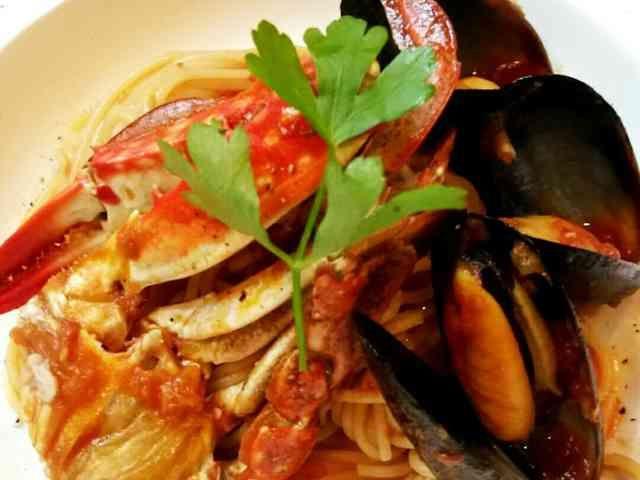 渡り蟹とムール貝のトマトパスタの画像