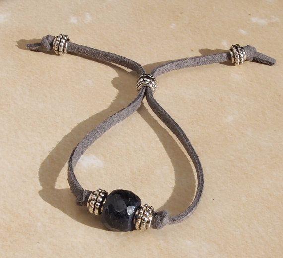 interesting way to make an adjustable bracelet