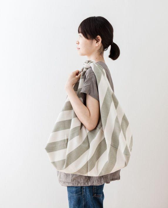 どんなものでも包めて便利!おしゃれな『風呂敷バッグ』の作り方8選! | CRASIA(クラシア)