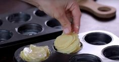Hon skivar 1 kg potatis och tar sedan fram muffinsformen. Resultatet? Detta gör jag nästa fest!
