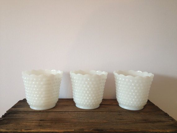 Cloutés de verre de lait Vintage vente feu roi vases / pots de fleurs de verre de lait vintage / mariage vintage / cloutés lait verre / porc...