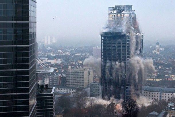 116 Meter Bausubstanz gesprengt: Der AfE-Turm ist das höchste Gebäude in Europa, das je dem Erdboden gleich gemacht wurde.