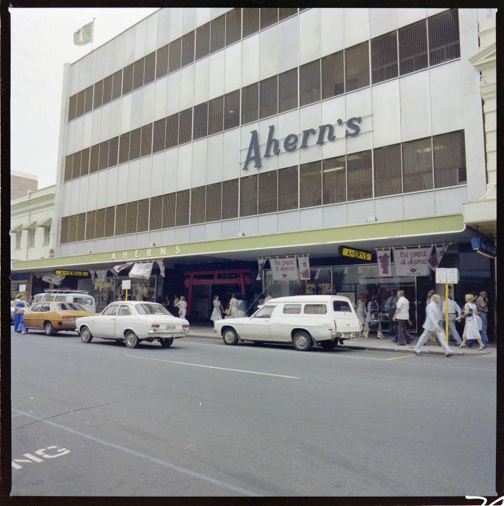 329091PD: Ahern's Perth store, Murray Street entrance, 27 February 1981 https://encore.slwa.wa.gov.au/iii/encore/record/C__Rb3149144