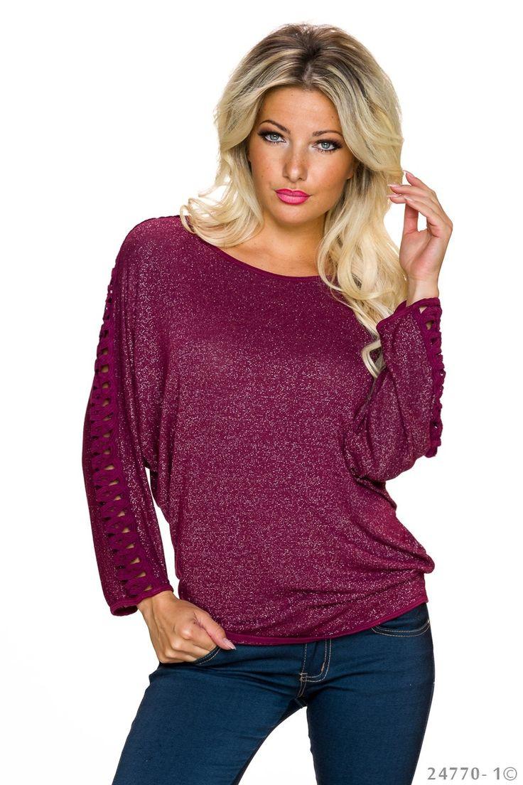 Bluza Simple Style Burgundy. Bluza scurta cu un croi special pe ambele maneci, este deosebit de lejera, iar asortata cu o pereche de blugi va intregi stilul tau vestimentar din fiecare zi in care vrei sa te simti confortabila.