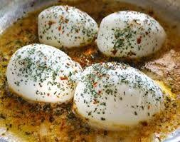 Kahvaltı sofranızda çayınızın yanına eşlik edicek tadına bayılacağınız nefis bir tarif Tereyağlı Yumurta Kapama