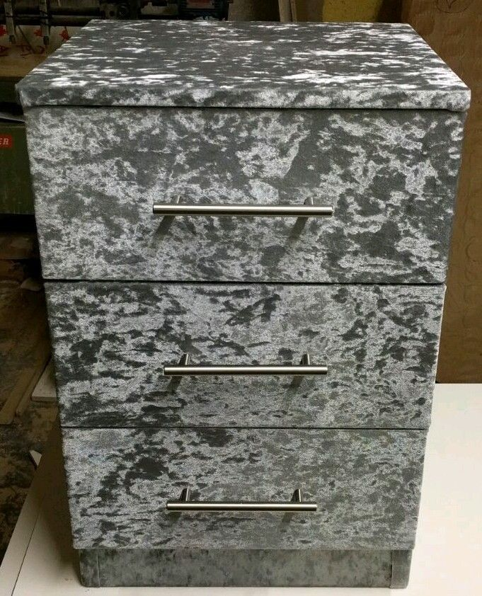 bedside 3 drawers in crushed velvet great quality all colour