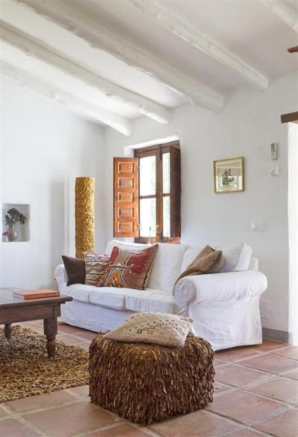 Spanish Style House With Rustic And Country Design