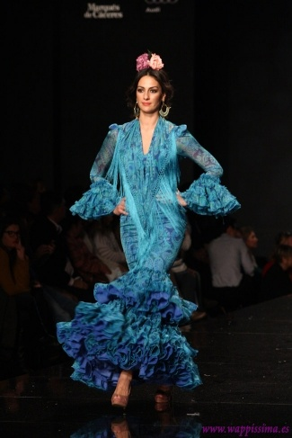 Traje de Flamenca - Pilar-Vera - SIMOF-2013: Blue Paisley, Pilar Vera, Paisley Pattern, España Flamenca, En Simof, De Pilar, Simof 2013, Flamenco, Flamenco Fashion