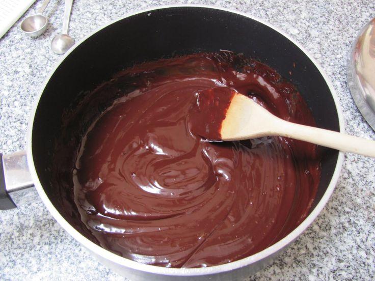 Krémes csokoládémáz, könnyed finomság amitől minden süti finomabb!