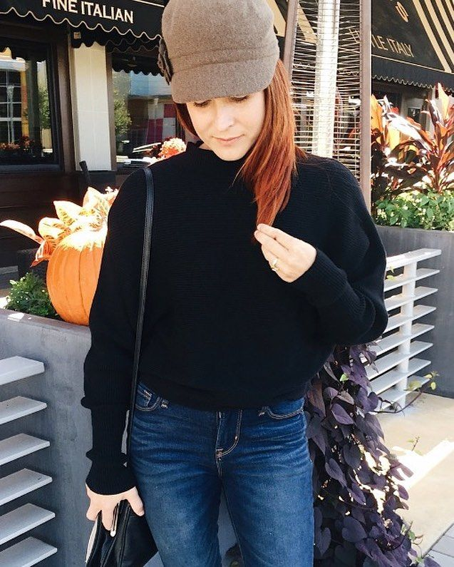Fall fashion ideas, black sweaters, batwing sweater, fiddler hat, jersey cap, hat ideas, red hair, high waisted skinny jeans #fallfashion #casualstyle #hats #sweaters