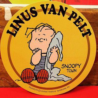 スヌーピー ライナス・ヴァンペルト! 2000年発売のスヌーピータウン限定ステッカー。直径12センチもあります!もちろん1点ものです!可愛い!   por toyshead