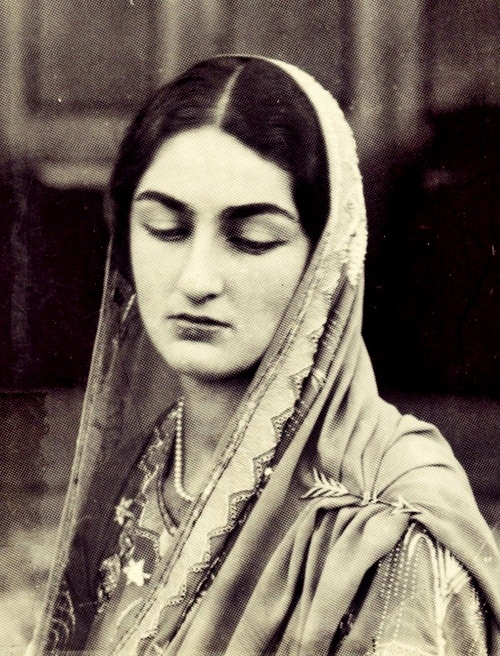 HIH Princess Durru Shevar (b 26 January 1914). Upon exile to France in 1924, she was sought by the Shah of Persia (Reza Shah Pahlavi), King Fuad I of Egypt, and by Prince Azam Jah of Hyderabad (whom she married in Nice, France in 1931) as a bride. She lived between Hyderabad and London where she died on 7 Feb 2006. - ♥ Rhea Khan