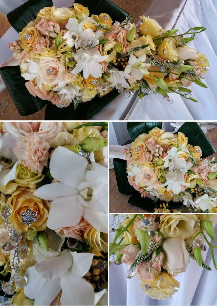 Tündérmese menyasszonyi csokor. Orchidea, rózsa, lisianthus, veronica. - Fairytale wedding bouquet. Orchid, rose, lisianthus, verinica. https://goo.gl/VHGQ2V