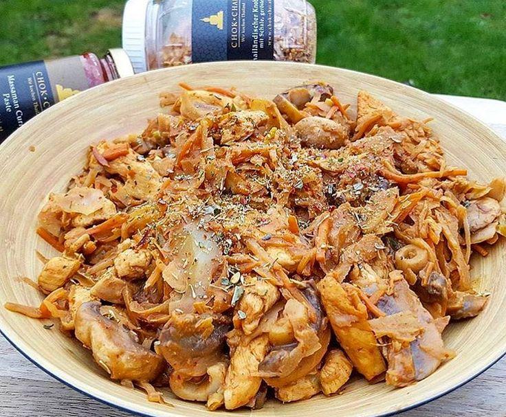 Passend zu unserer GRATIS THAI KNOBLAUCH AKTION  hat die liebe @kattis_healthy_kitchen dieses Meisterwerk gepostet  Lust auf unseren Gerösteten Thai Knoblauch bekommenDann hol ihn dir HEUTE GRATIS . Wie?  1. Stöbere durch unseren Online Shop www.chok-chai.at (Link in der Bio @chokchai.thai.cuisine) und shop mindestens um 40.  2. Füge auch den Thailändischen Knoblauch Geröstet (Findest du bei den Thai Spezialitäten) zum Warenkorb hinzu.  3. Gib im Bezahlvorgang den Gutscheincode…