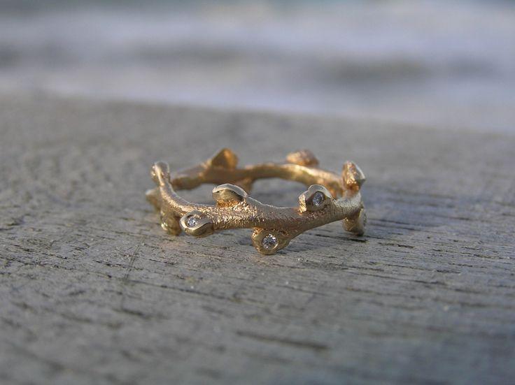 Havtornering med brillanter i 14k guld. Laver af Loenstrup Smykke Design - Nynne Kegel