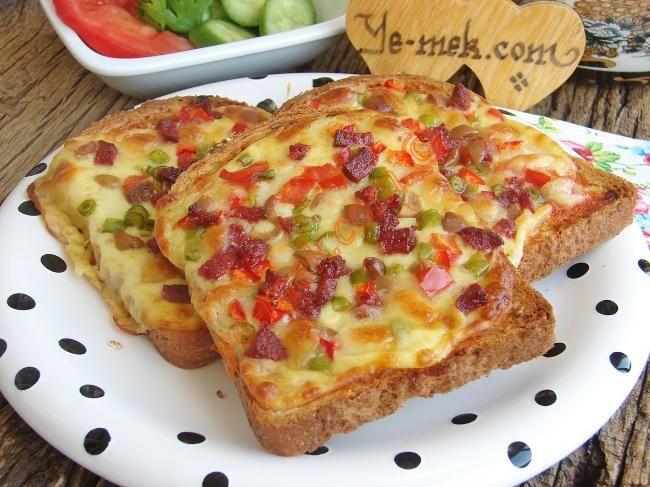 Bayat Ekmek Pizzası Resimli Tarifi - Yemek Tarifleri