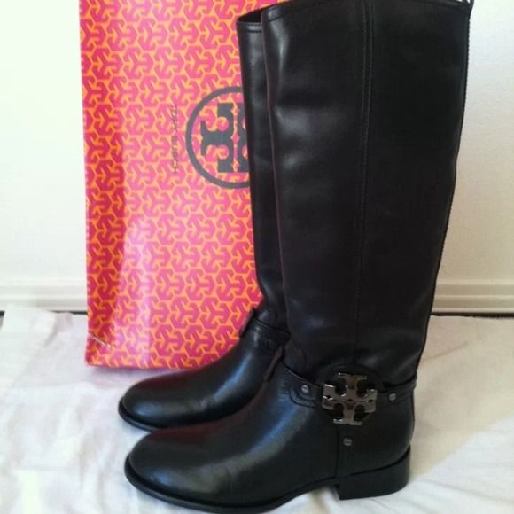 Gifted to sis-in-law! NIB Auth TB  black boots Brand new in box Authentic tory burch Famous Afrikan Veg Riding Boots in Black Leather!!!! Approx 17'' tall; bought for my sister but she just tried it on and never wore it.  Kept in box! It doesn't fit her calf leg area. Calf size approx 15'' ; heels approx 1.25'' Tory Burch Shoes