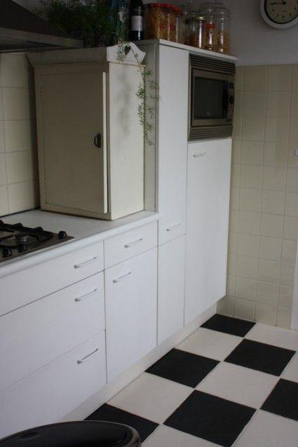 AFWERKING      Gebruik voor afwerking in de keuken de Lacquer van Annie Sloan     Strak effect? werk ook nu met een viltroller     De La...