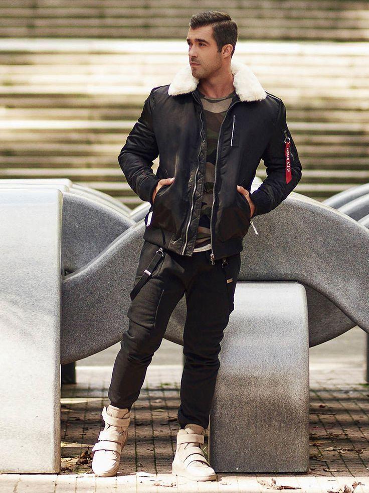Wyrazisty longsleeve w moro i streetowe spodnie baggy z ozdobnymi szelkami to już świetny zestaw. Ale dokładamy do niego jeszcze fantastyczną kurtkę pilotkę z futrzanym kołnierzem. Outfit Denley będzie idealny na chłodne dni.