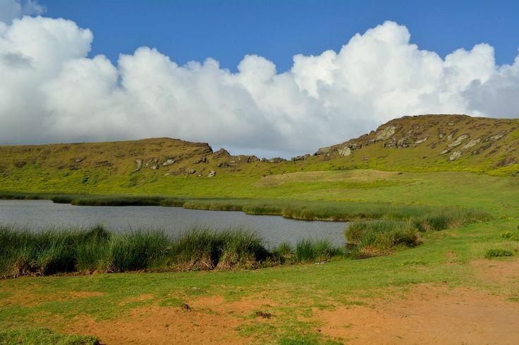 Laguna en el cráter del volcán Rano Raraku