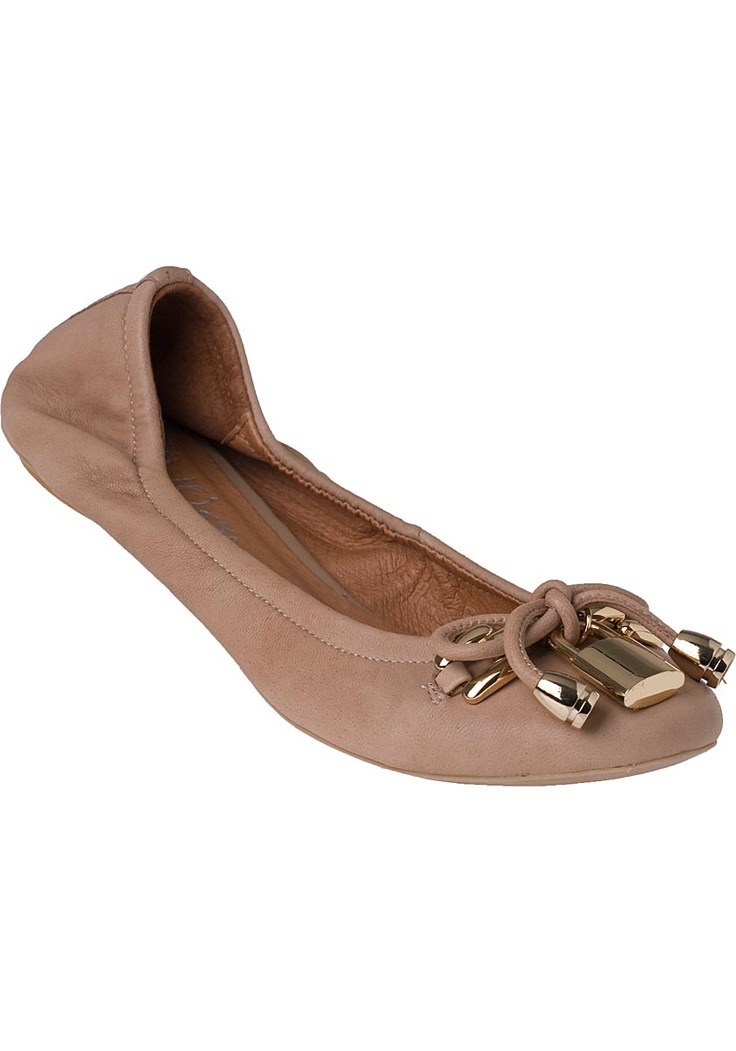 These neutral flats can go with anything. Love the lock detail!