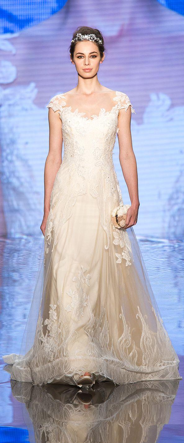 Alessandra Rinaudo Bridal Couture 2017 Collection. Wedding dress made beading lace.    www.alessandrarinaudo.it