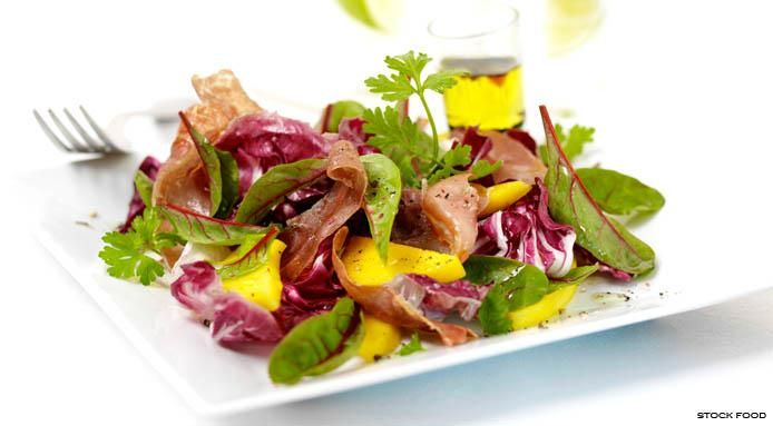Mixed Salad with Mango and Prosciutto