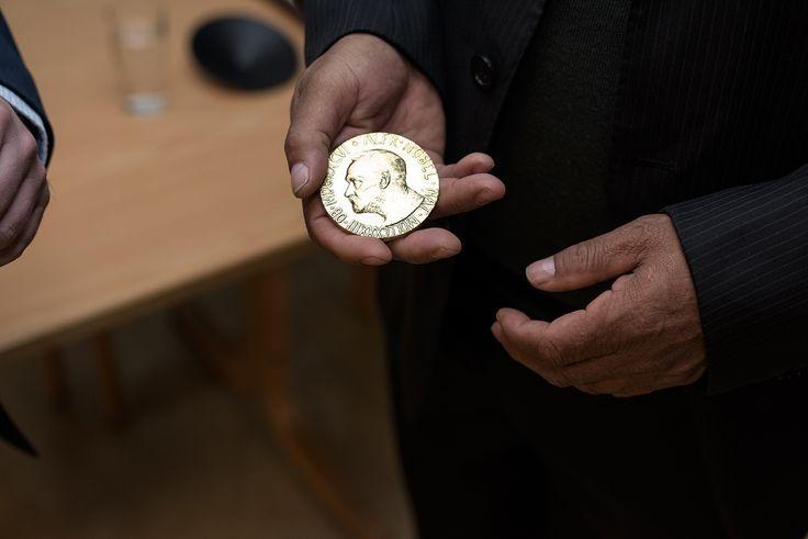 Společnosti Samlerhuset Group BV se podílela na výrobě pamětní medaile pro laureátny Nobelovy ceny za mít.