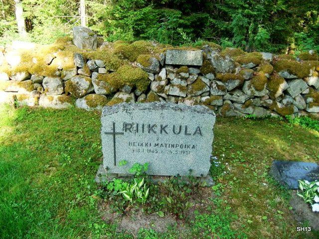 Riikkulan Heikin hauta on hyvin vaatimattoman näköinen.