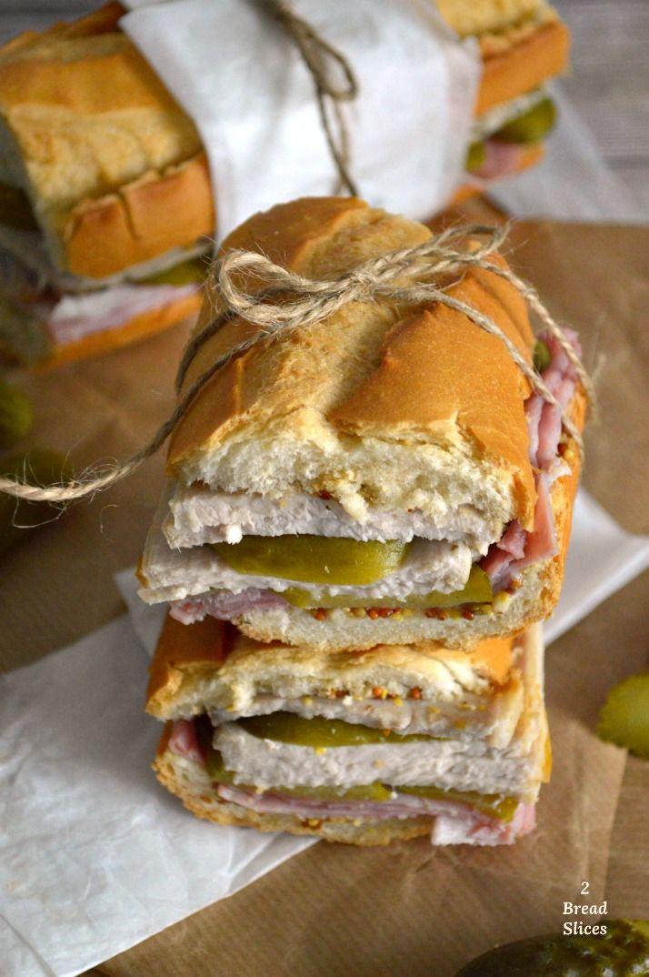 Es Sandwich Cubano. Uno de los clásicos, pero que ha aumentado su fama durante los últimos años gracias a la película Chef. Sandwich Cubano, Chapati, Fat Foods, Paninis, Food Photography Styling, Cheesesteak, Crepes, Baguette, Bagel