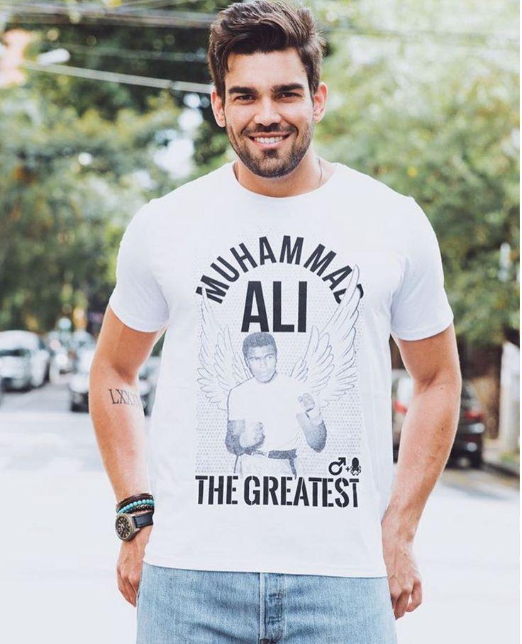 1 minutim de cada um desses políticos com o Muhammad Ali no ringue resolveria essas tretas todas 🤔  Camiseta Muhammad Ali em parceria com o Blog Testosterona ;)
