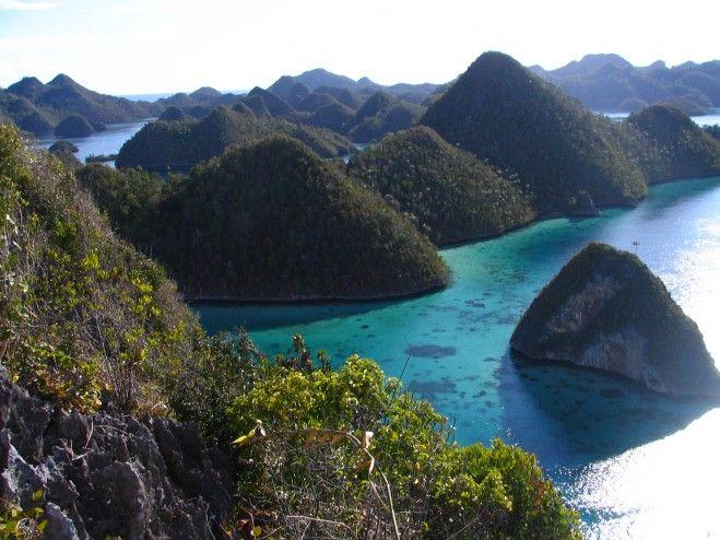 Papua , Raja Ampat yang Mempesona : Pulau Pulau Raja Ampat