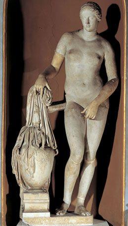 Statue du type de l'Aphrodite de Cnide, dite Vénus Colonna (Copie romaine d'un original de Praxitèle)