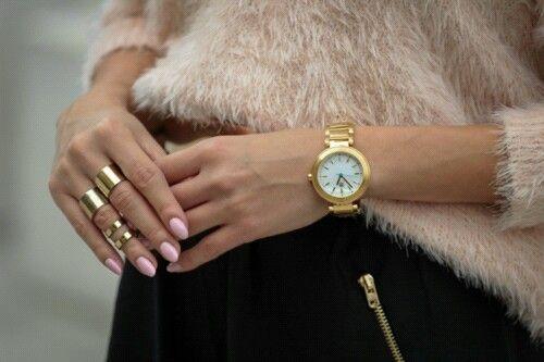 Złota biżuteria doda Ci blasku! #gold #cold #winteriscomming #butiki #swiss #butikiswiss #watch #watches #zegarki