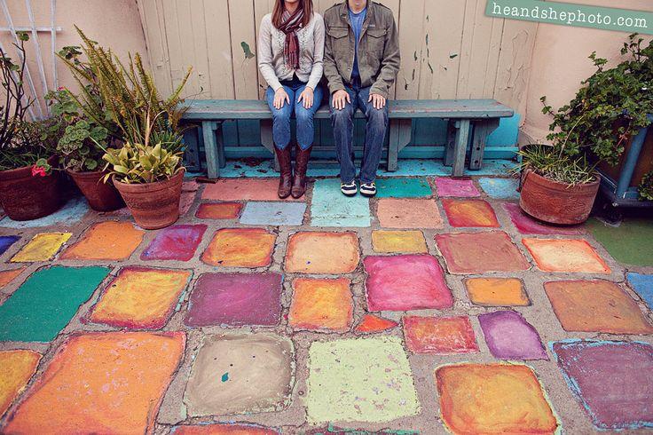El piso del patio...muy colorido !