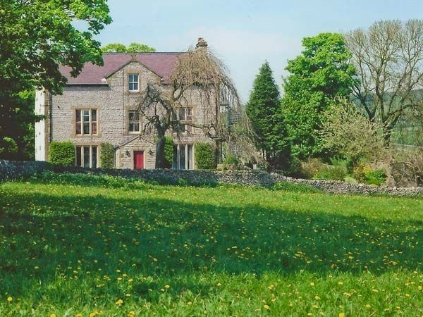 Castle Cliffe - self catering accommodation in Derbyshire - sleeps up to 22